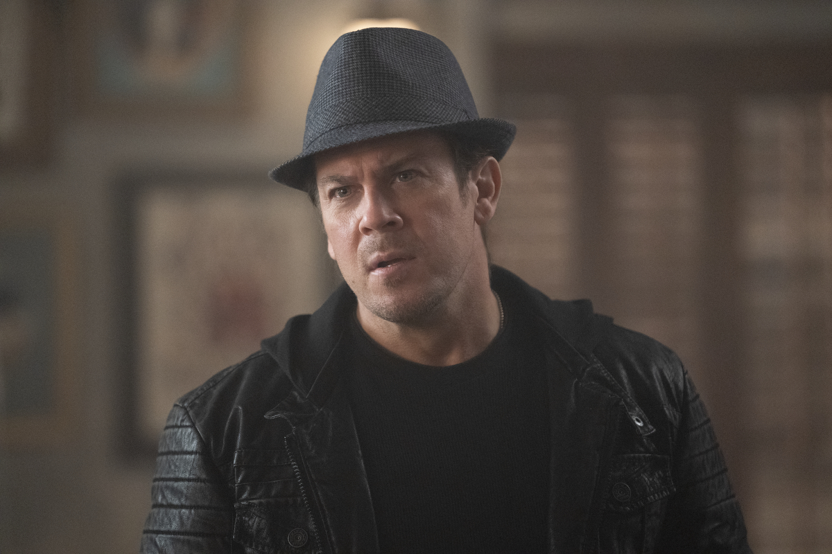 Christian Kane, wearing a hat, in 'Leverage: Redemption'