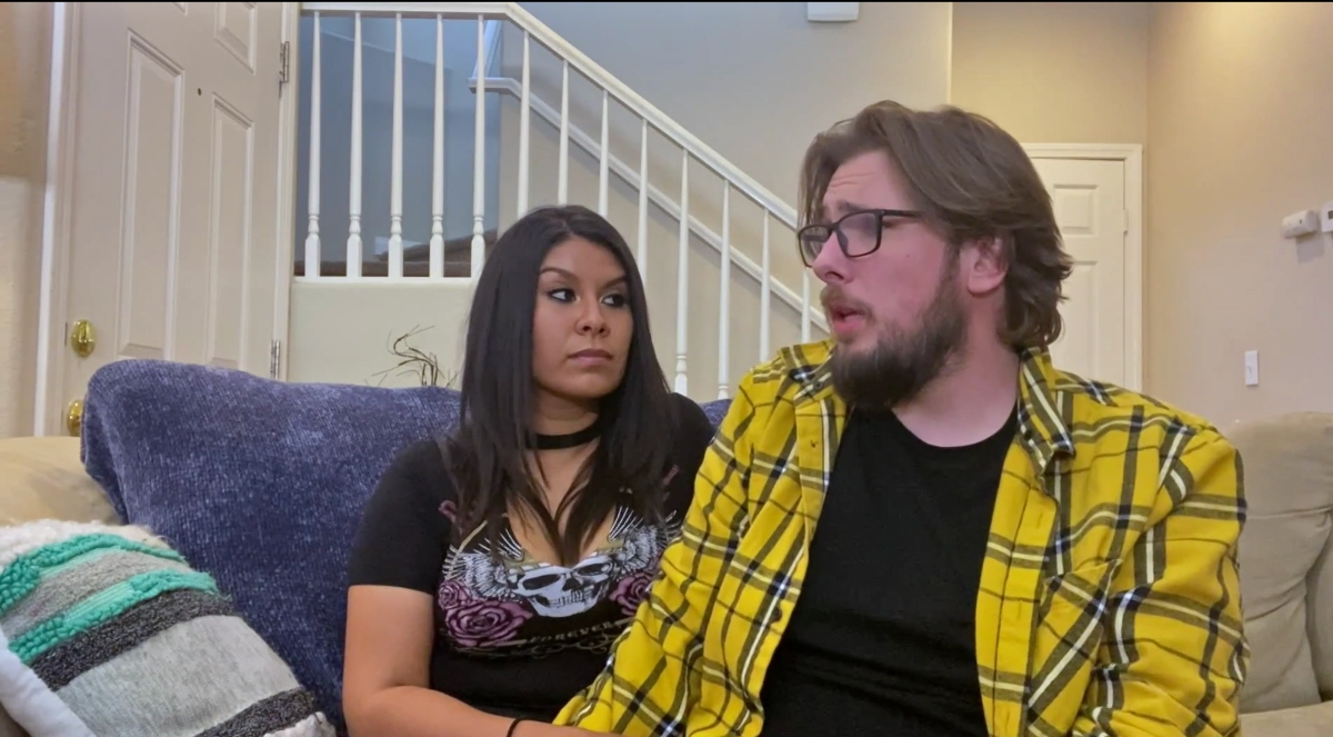Colt Johnson and Vanessa Guerra sitting on the couch on'90 Day Diaries'
