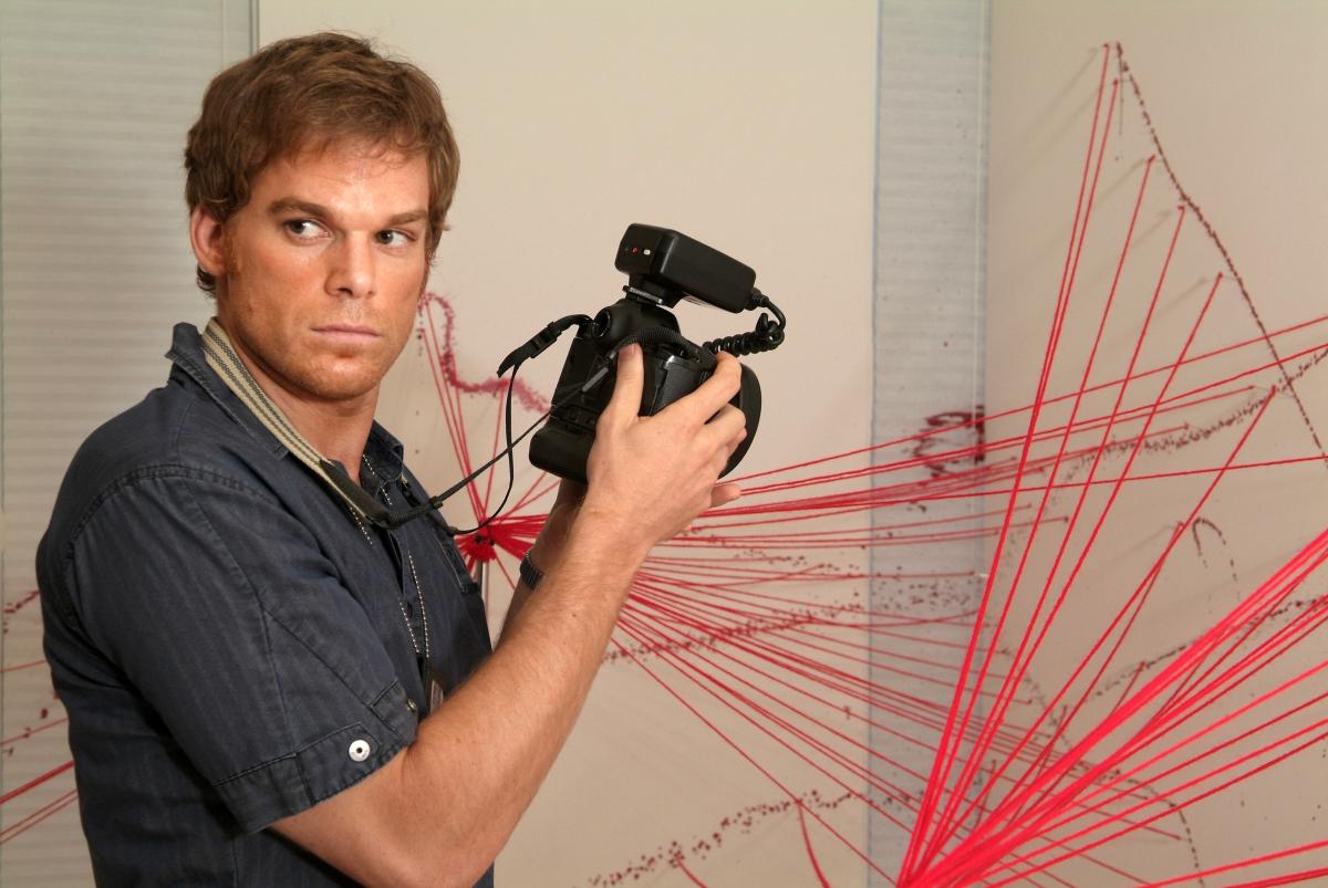 Dexter photographs blood spatter