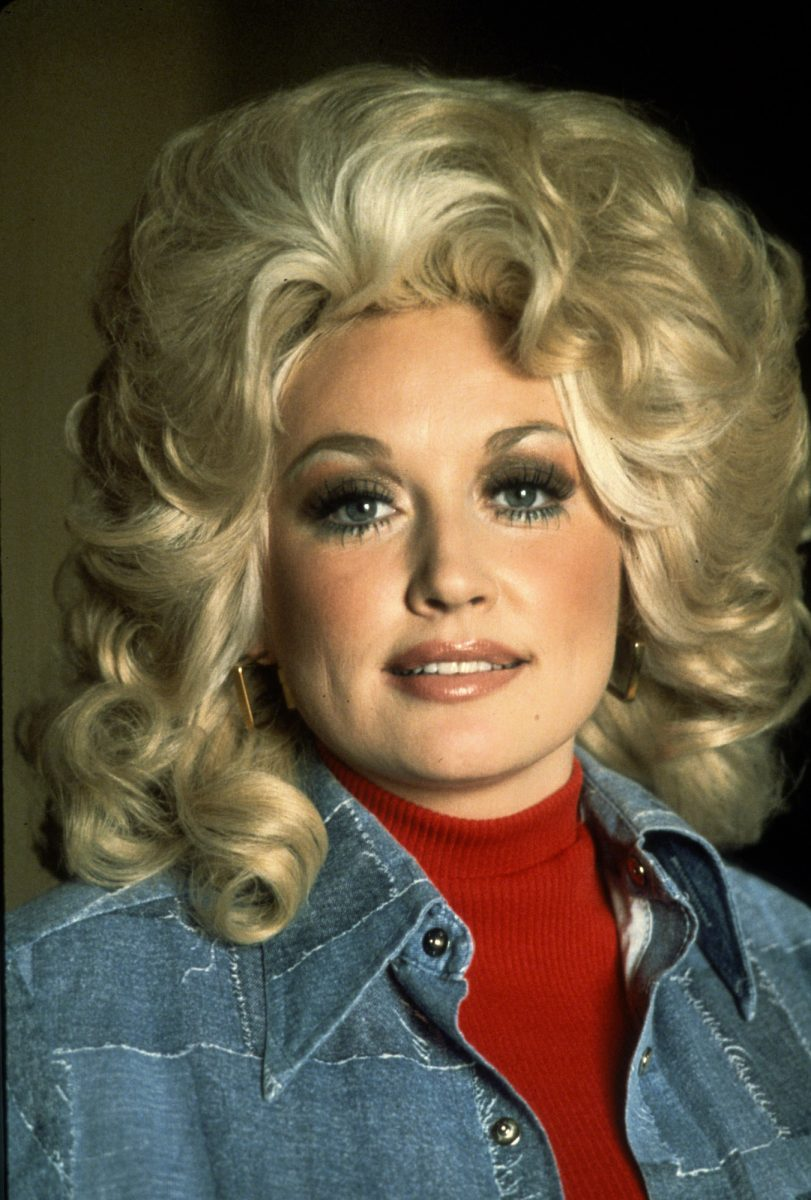 Dolly Parton posing for a photo in 1977