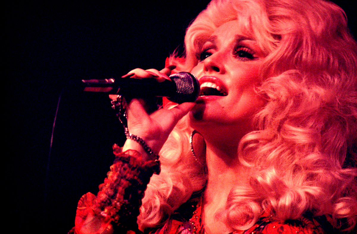 Dolly Parton singing at The Mill Run Theater in 1977