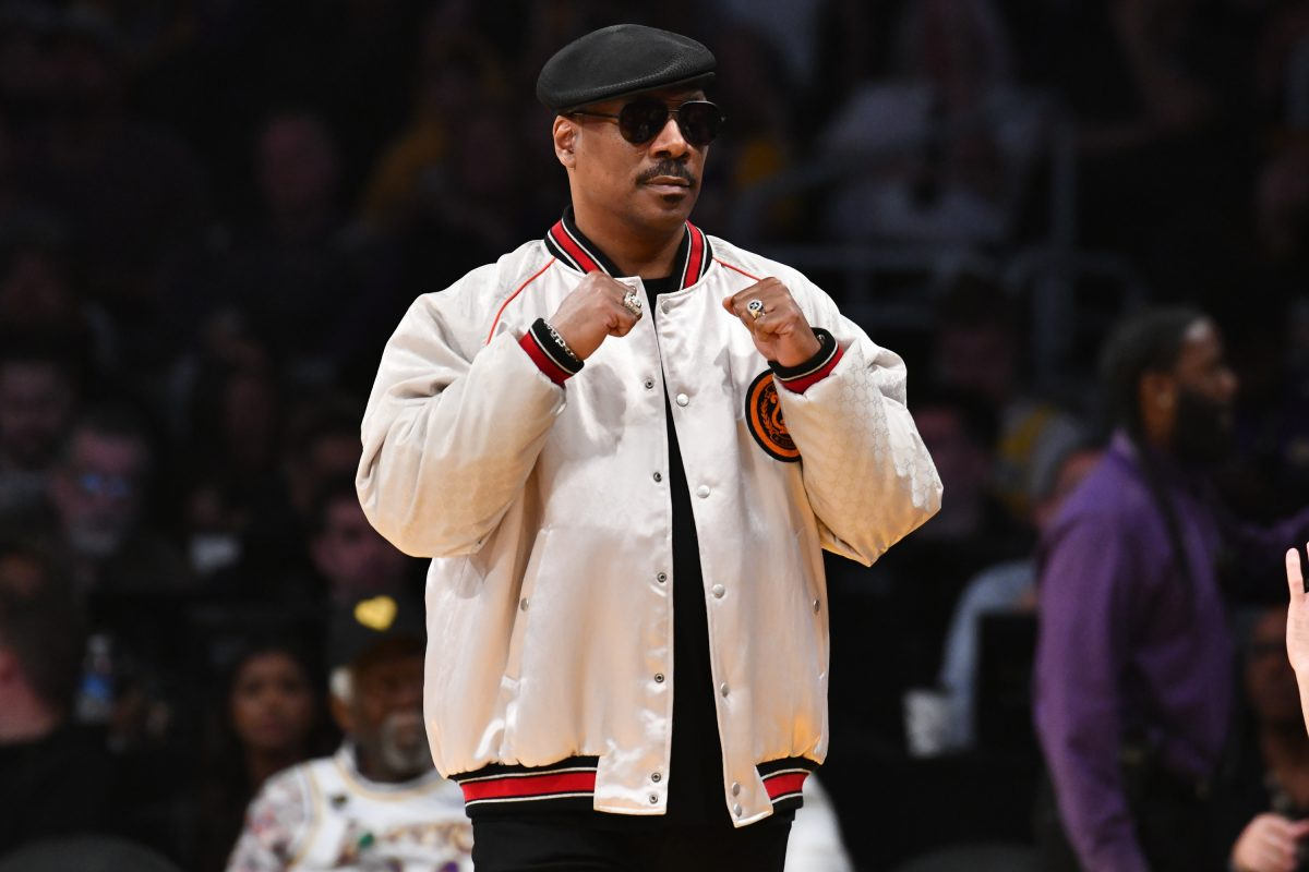 Eddie Murphy raises his fists at a LA Lakers game