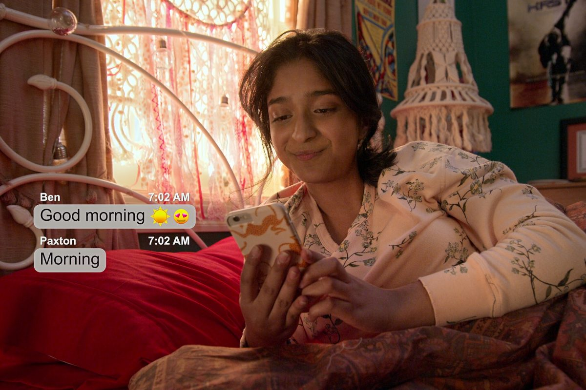 Devi looks at a text from Ben reading 'Good morning' and a text from Paxton that says 'Morning' in 'Never Have I Ever'