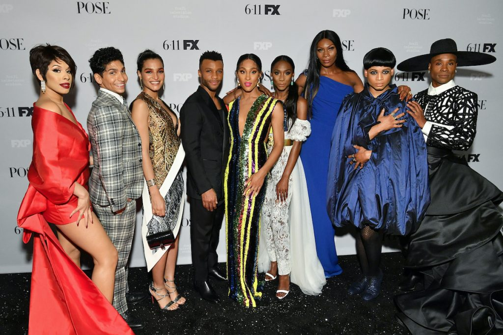 Pose cast on the red carpet