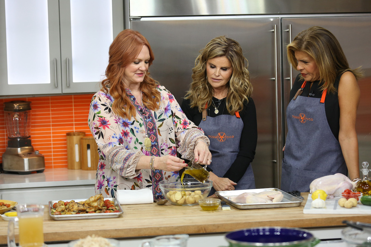 Ree Drummond prepares food on the set of 'Today' while Maria Shriver and Hoda Kotb watch