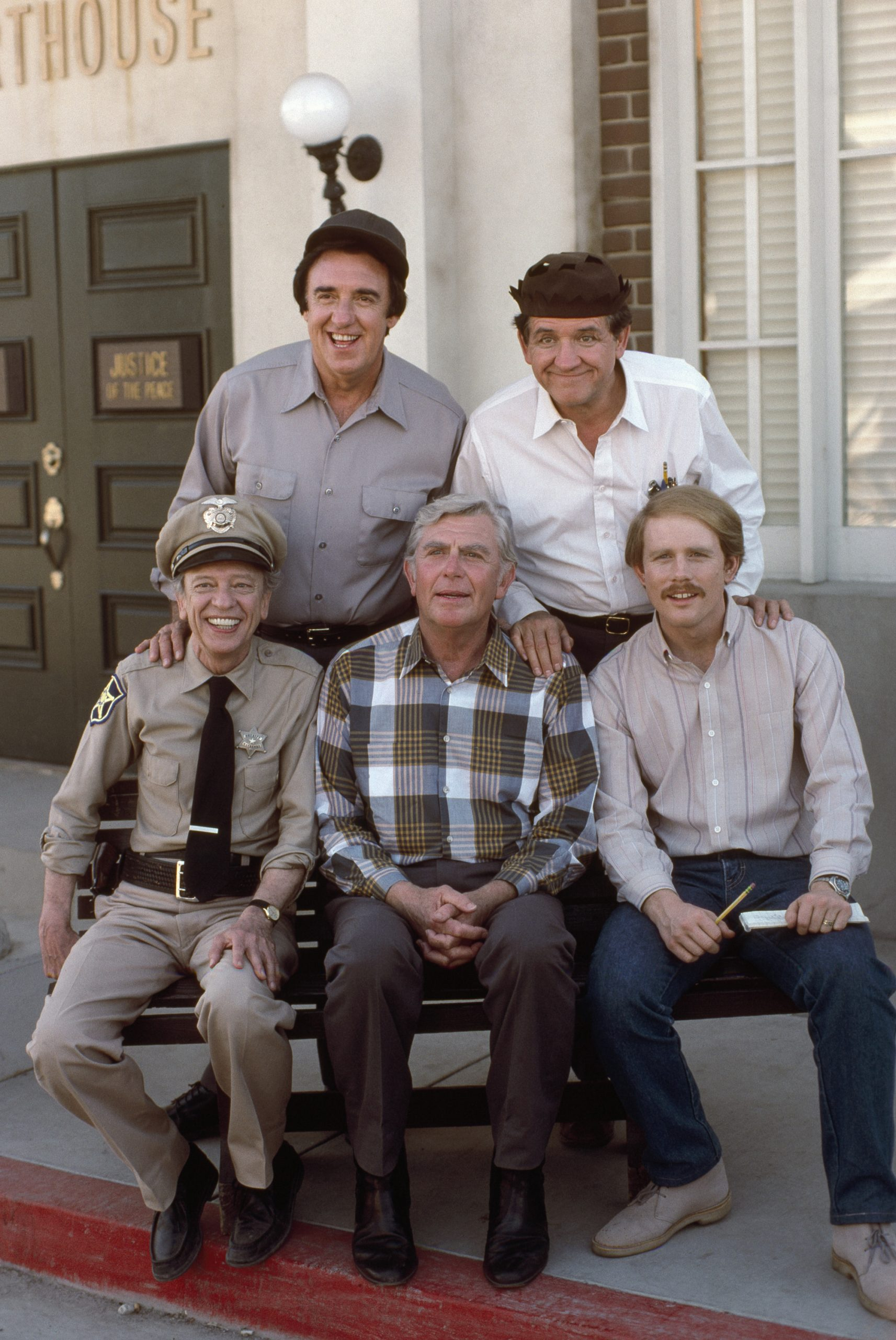 Some of the cast of 1986's TV movie 'Return to Mayberry': (back row l-r) Jim Nabors as Gomer Pyle, George Lindsey as Goober Pyle (front row l-r) Don Knotts as Barney Fife, Andy Griffith as Andy Taylor, and Ron Howard as Opie Taylor