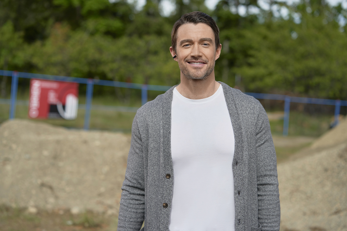 Robert Buckley as Evan, wearing a cardigan and white shirt, in 'Chesapeake Shores' Season 5