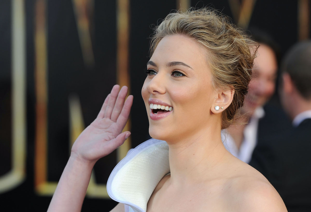 Scarlett Johansson smiles and waves at the 'Iron Man 2' premiere