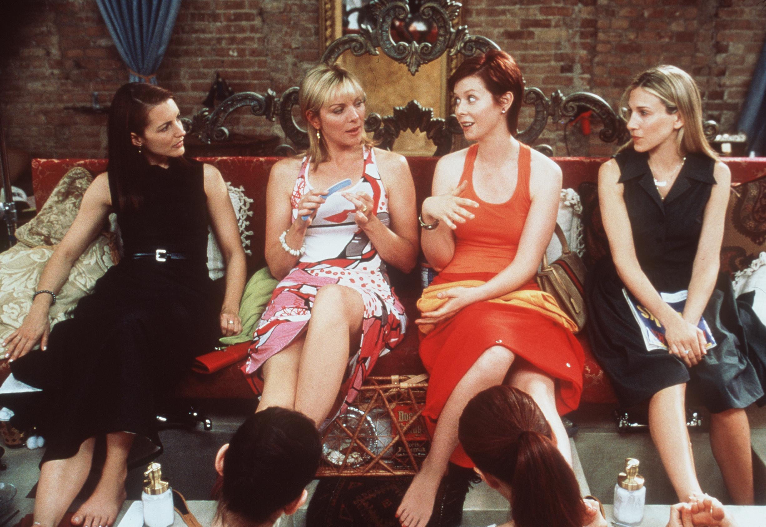 Sex And The City cast Kristin Davis, Kim Cattrall, Cynthia Nixon, and Sarah Jessica Parker in 1999