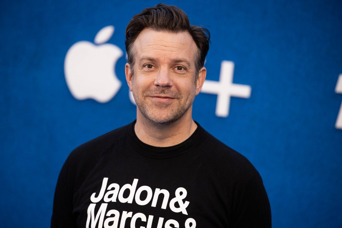 Jason Sudeikis smiling for photographers at the Ted Lasso Season 2 premiere awaiting the drop of new episodes to AppleTV+