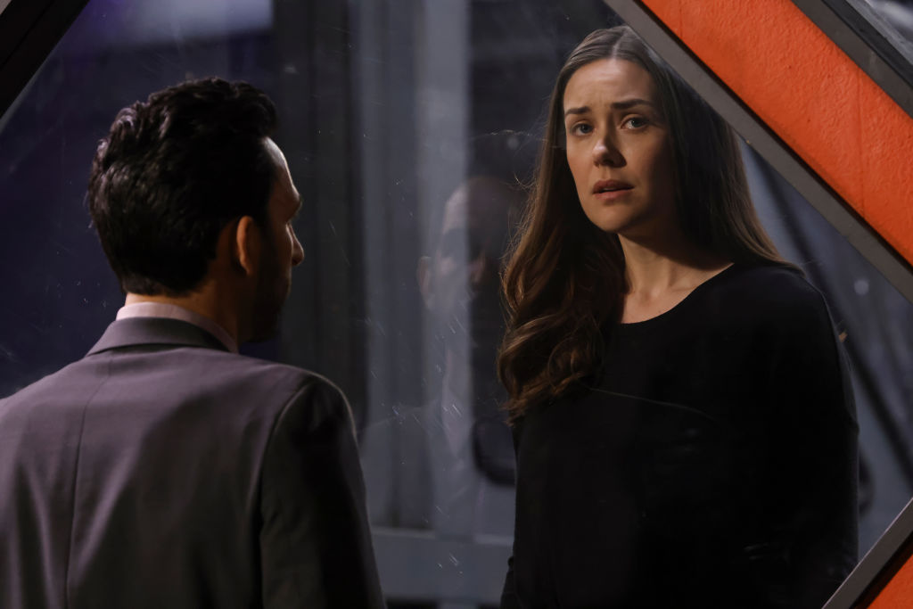Megan Boone as Liz Keen looks out of the FBI prison box.