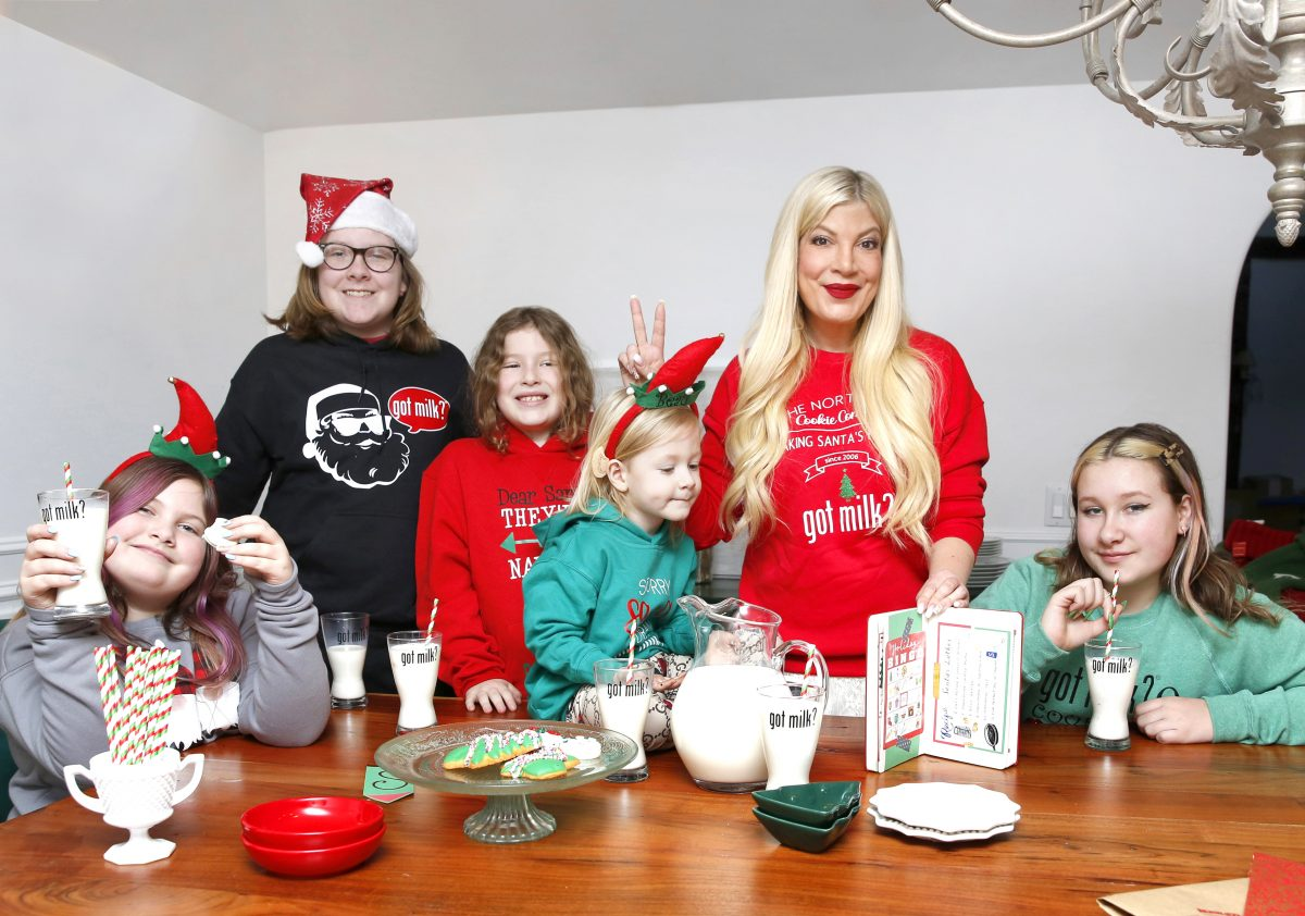 Tori Spelling and her children, Hattie McDermott, Liam McDermott, Finn McDermott, Beau McDermott and Stella McDermott pose for a photo for the Got Milk? campaign