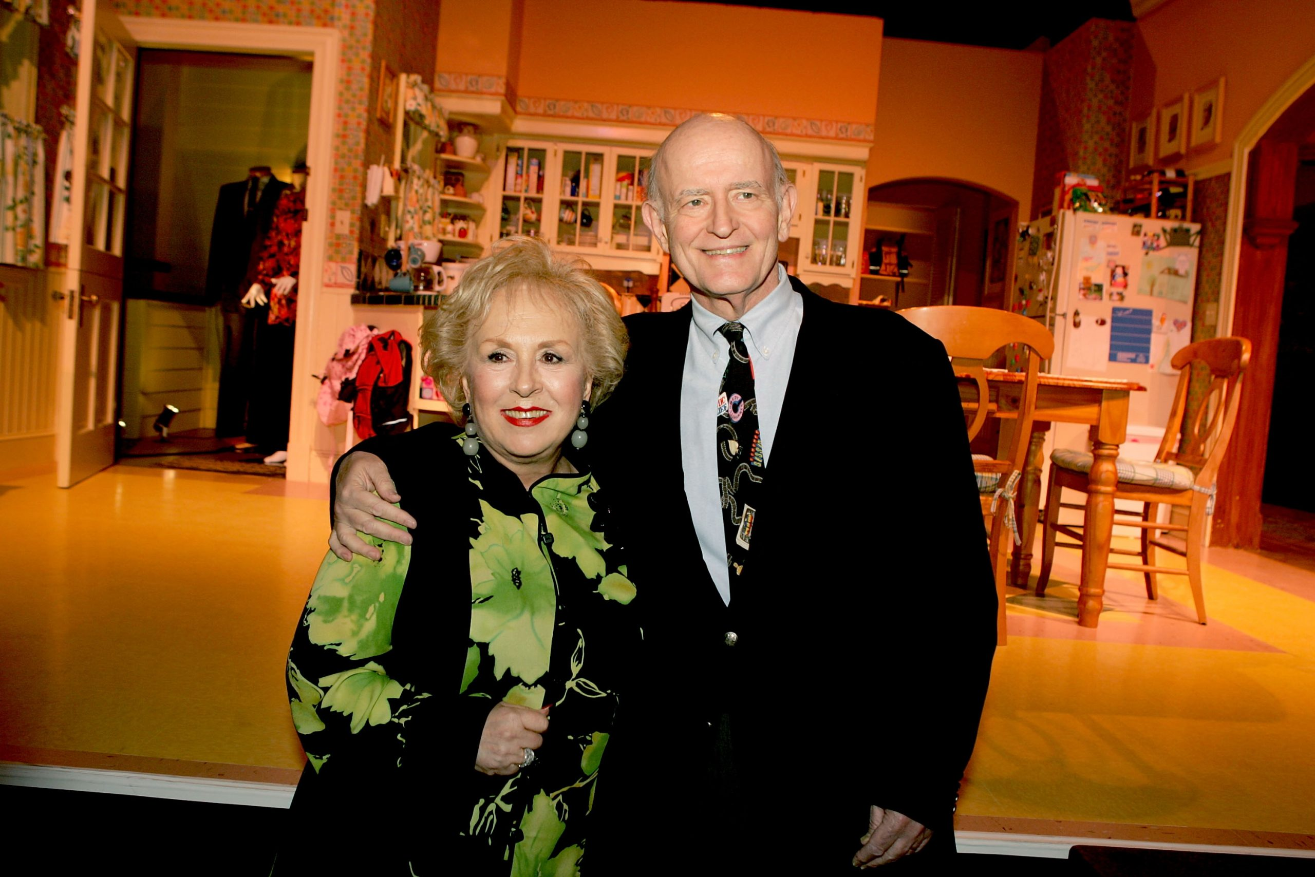 Actors Doris Roberts and Peter Boyle pose for a photo on the 'Everybody Loves Raymond' set