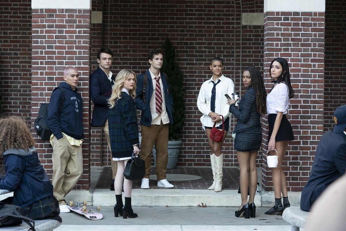 (L-R): Evan Mock, Thomas Doherty, Emily Alyn Lind, Eli Brown, Jordan Alexander, Savannah Smith, and Zion Moreno in 'Gossip Girl' Season 1