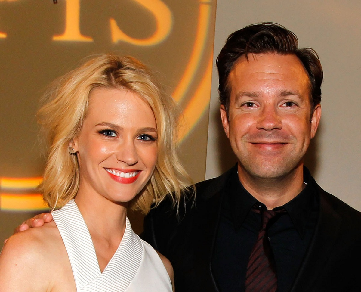 January Jones and Jason Sudeikis pose backstage at the 2010 ESPY Awards on July 14, 2010, in Los Angeles, California.