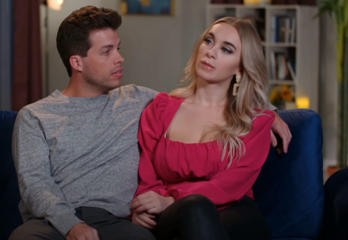 Jovi and Yara on 90 Day Fiancé -- the two sit on a loveseat, Yara looks annoyed with Jovi, tilting her head to the side.