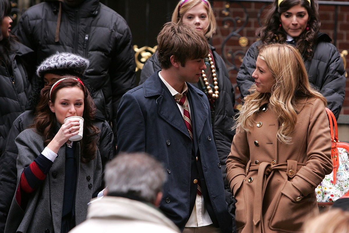 (L-R): Leighton Meester (Blair), Chace Crawford (Nate), and Blake Lively (Serena) on location for 'Gossip Girl' November 27, 2007, in New York City.