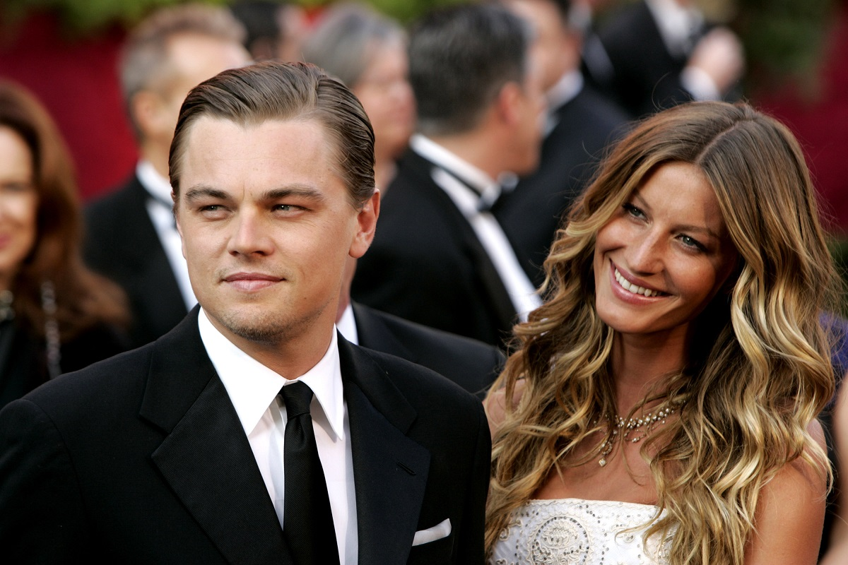 Leonardo DiCaprio and Gisele Bundchen (R) at the Academy Awards in 2005.