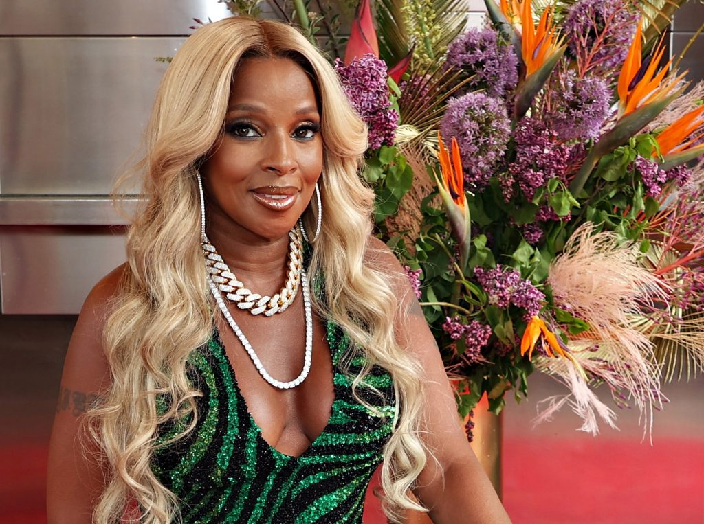 Mary J. Blige with flowers