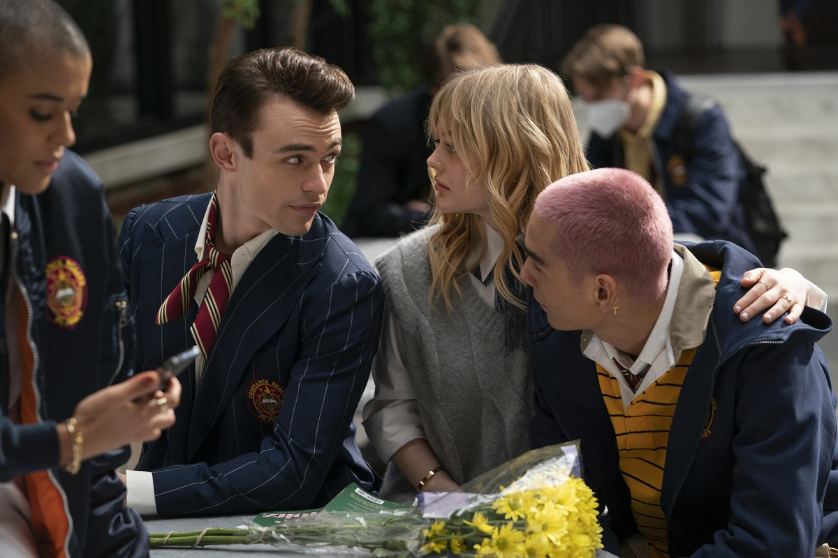 (L-R): Thomas Doherty, Emily Alyn Lind, and Evan Mock in 'Gossip Girl' Episode 2