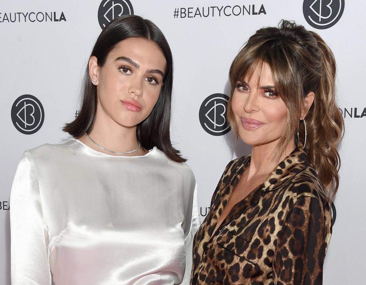 Lisa Rinna and her daughter Amelia attending BeautyCon Los Angeles in 2019