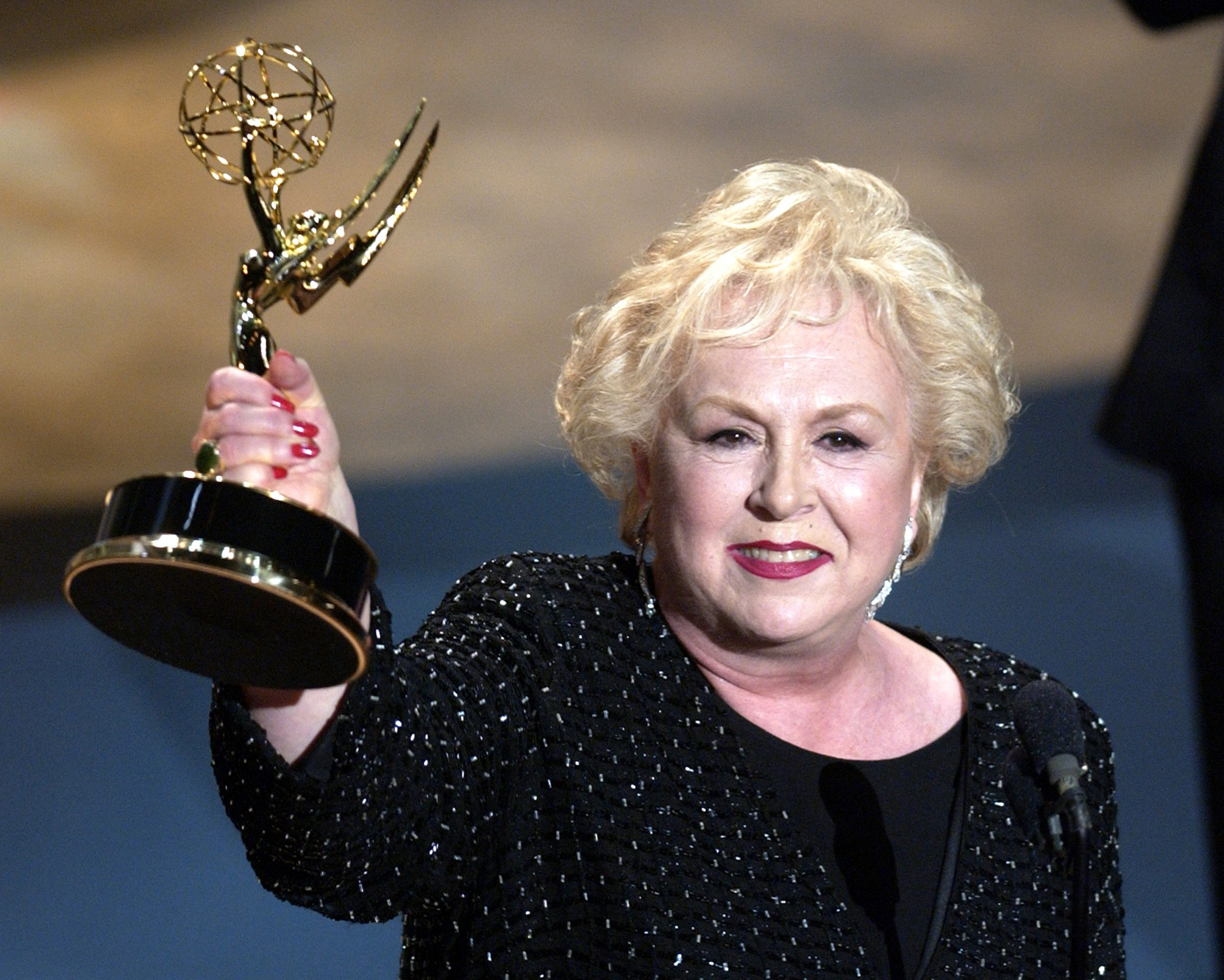 'Everybody Loves Raymond' star Doris Roberts with her 2001 Emmy win