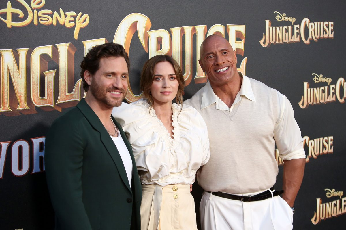 Stars of Jungle Cruise 2, Édgar Ramírez, Emily Blunt, and Dwayne Johnson, standing at the premiere.
