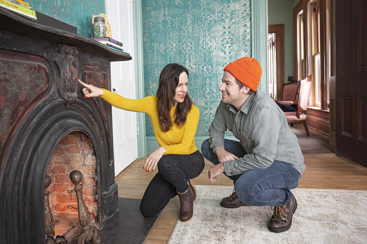 Ethan and Elizabeth Finkelstein pose on the set of 'Cheap Old Houses'