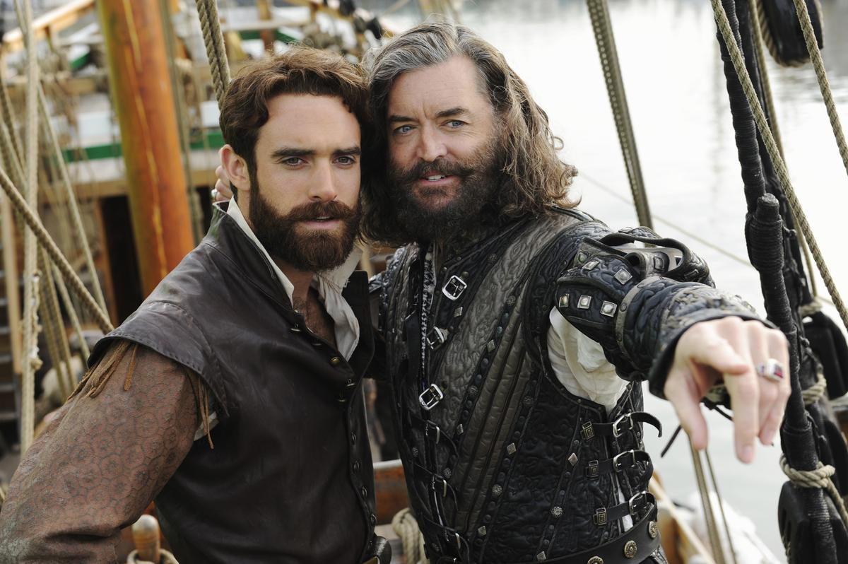 Joshua Sasse and Timothy Omundson as Galavant and King Richard