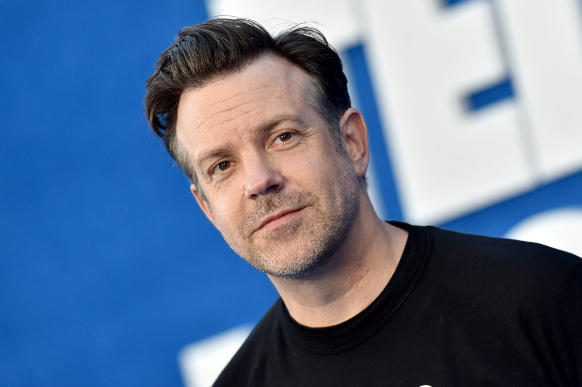 Jason Sudeikis poses for cameras in a black shirt at the season 2 premiere of 'Ted Lasso'