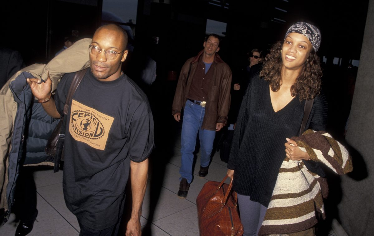 John Singleton and Tyra Banks traveling in casual clothes and walking in the 1990s.
