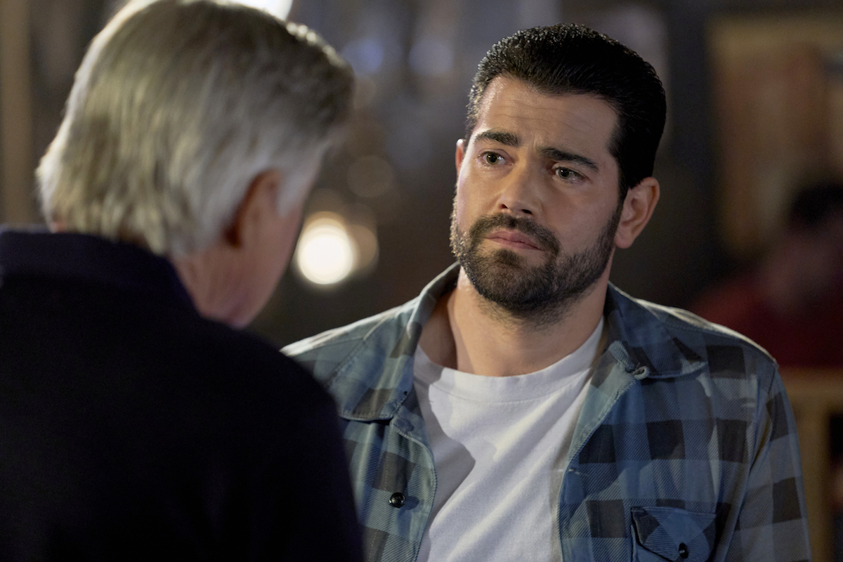 Mick (Treat Williams) talking to Trace (Jesse Metcalfe) in 'Chesapeake Shores'