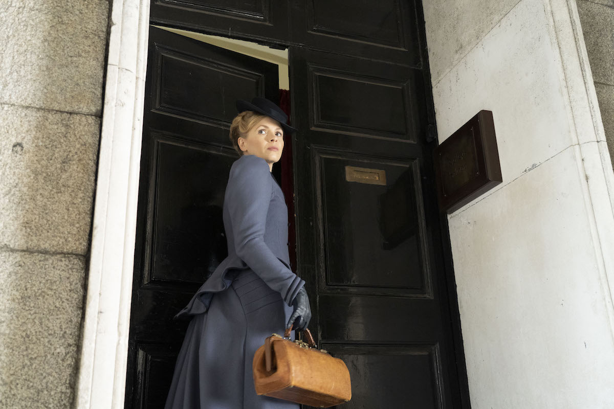 Kate Phillips as Eliza Scarlet holding a bag in 'Miss Scarlet and the Duke'