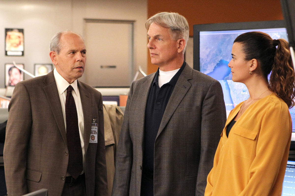Gibbs (Mark Harmon, center) teams up with FBI Agent Fornell (Joe Spano, left) on a joint NCIS/FBI investigation after Fornell becomes the target of a shooting, but they face an unexpected twist in the case when their mutual ex-wife, Diane Sterling, (Melinda McGraw, left) gets involved, on NCIS, Tuesday, Dec. 11 (8:00-9:00 PM, ET/PT) on the CBS Television Network