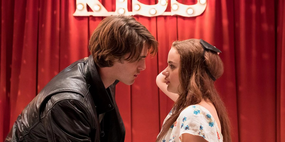 Noah Flynn and Elle Evans 'The Kissing Booth' facing each other at kissing booth