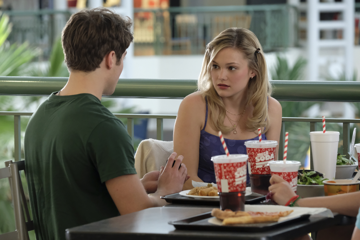 Kate Wallis sits at the mall food court with her boyfriend Jaimie in 'Cruel Summer'