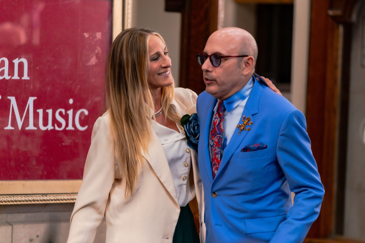 """Sarah Jessica Parker and Willie Garson are seen filming """"And Just Like That..."""" the follow up series to """"Sex and the City"""" in the Midtown on July 23, 2021, in New York City"""