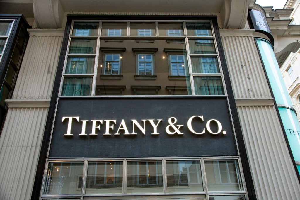 Picture of the store front of Tiffany and Co..