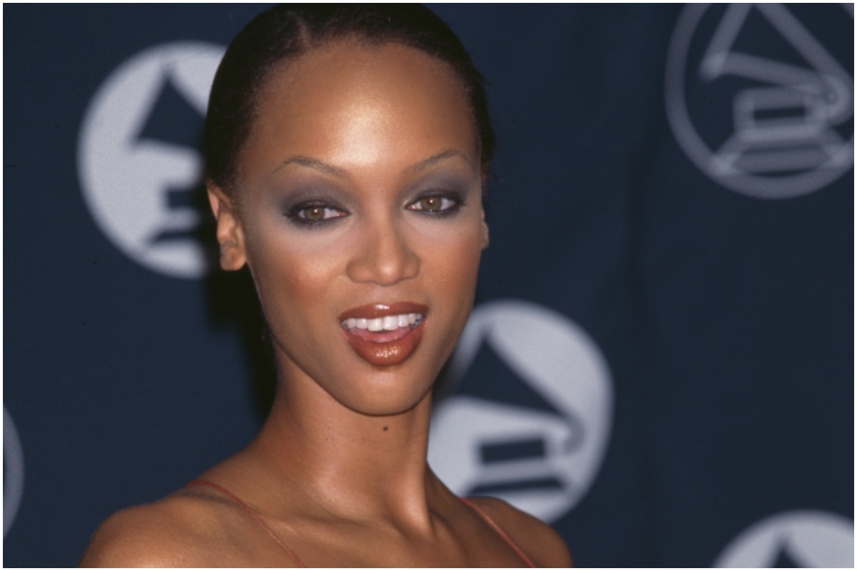 Tyra Banks smiling while attending the Grammy Awards in the 1990s.