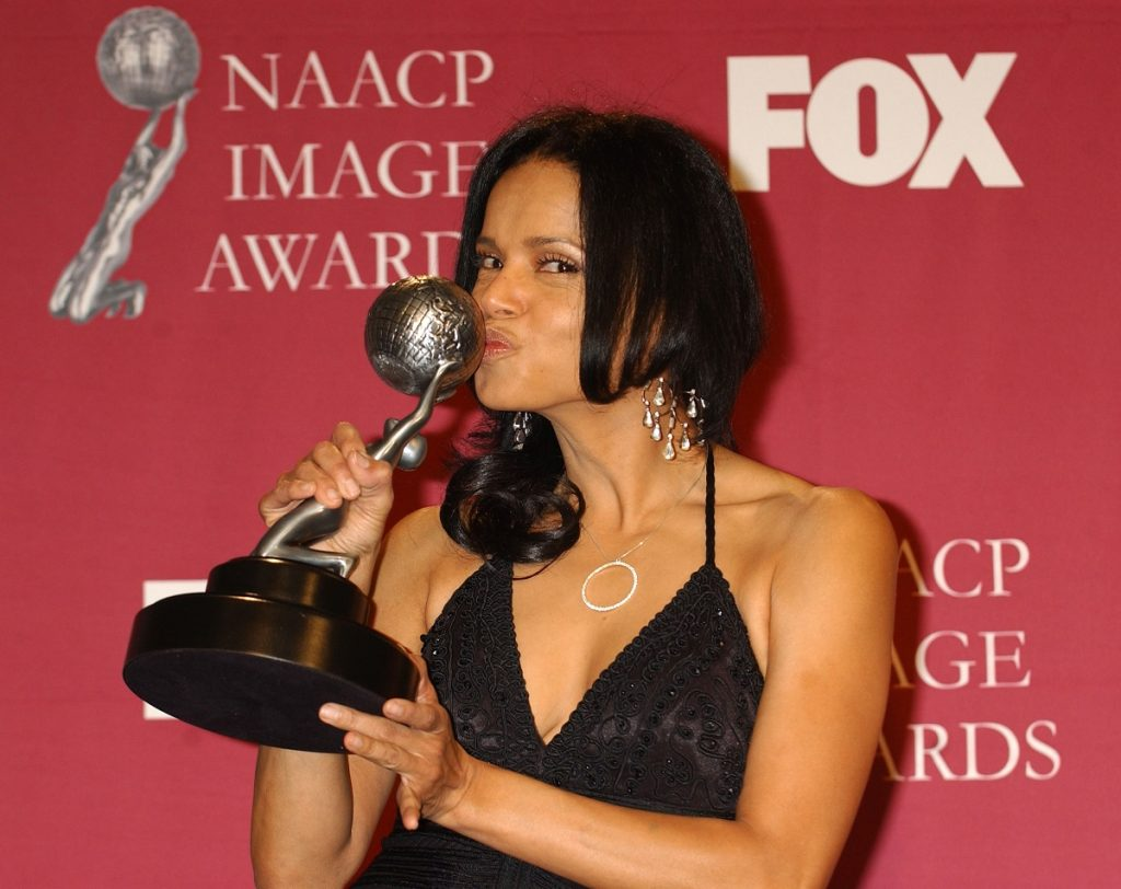 'The Young and the Restless' actor Victoria Rowell poses with her Outstanding Actress in a Daytime Drama Series trophy backstage at the 36th Annual NAACP Image Awards.
