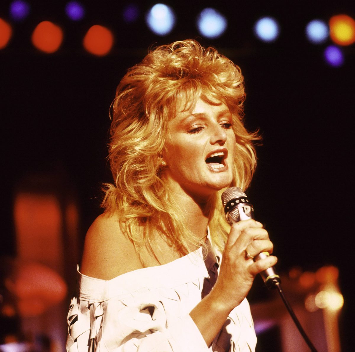 Bonnie Tyler with a microphone