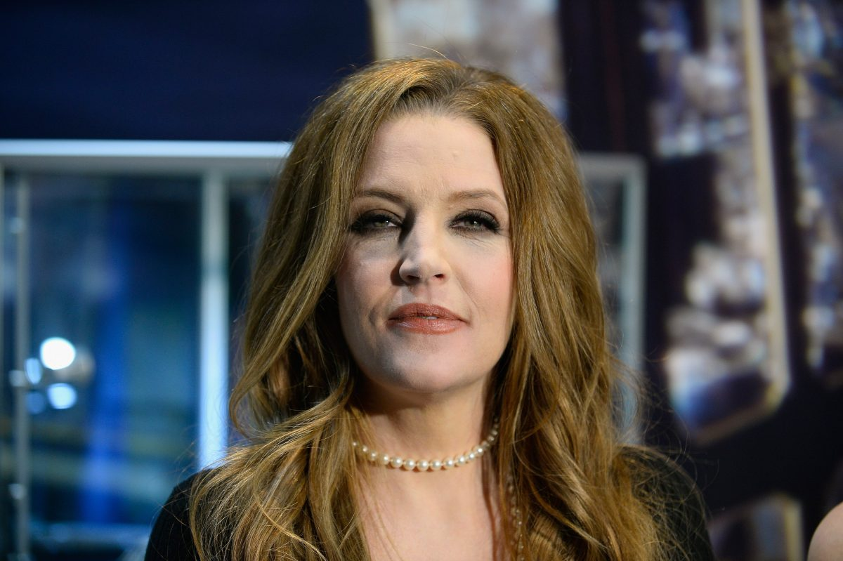 Lisa Marie Presley wearing a pearl necklace