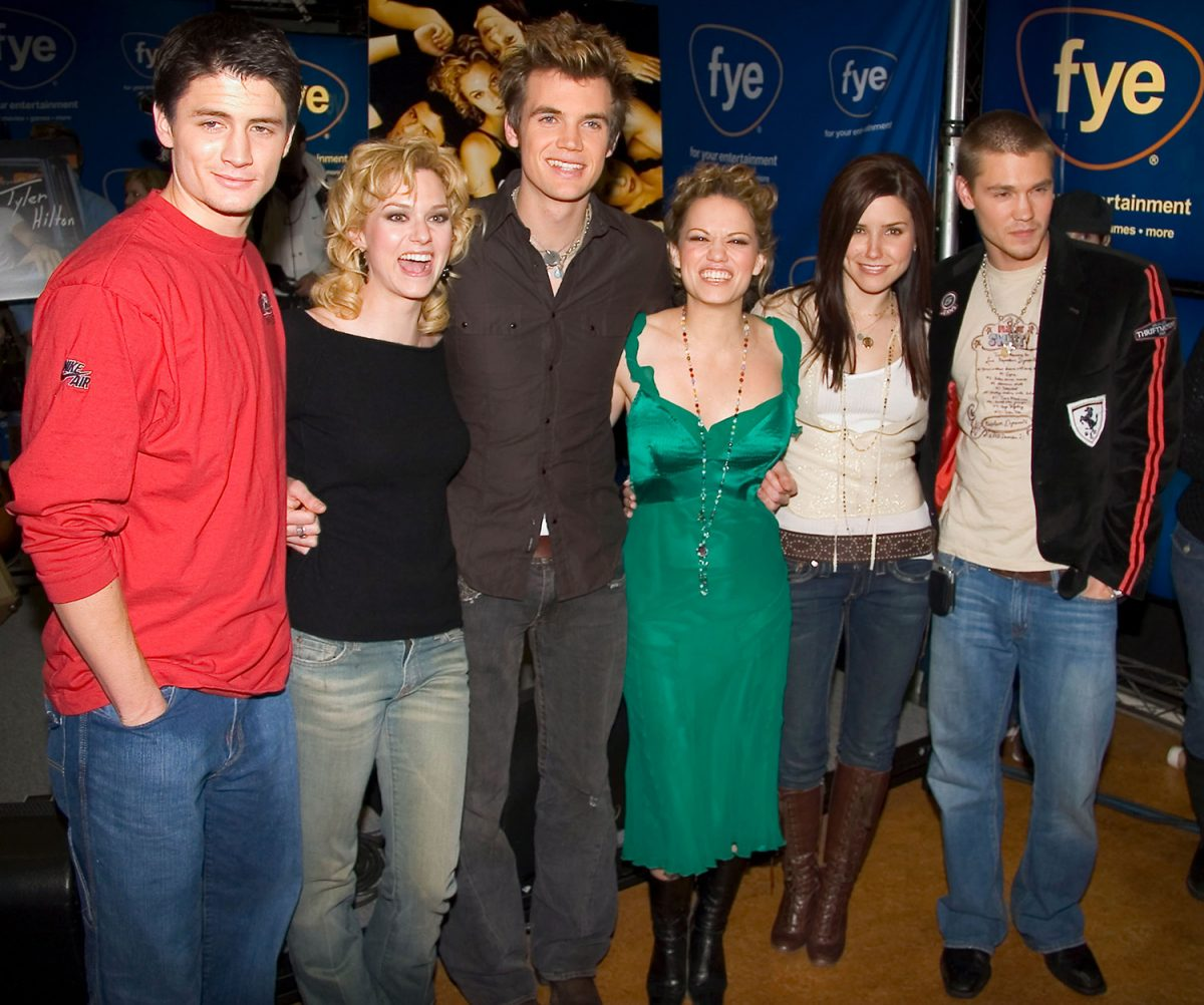 One Tree Hill cast at FYE in 2004