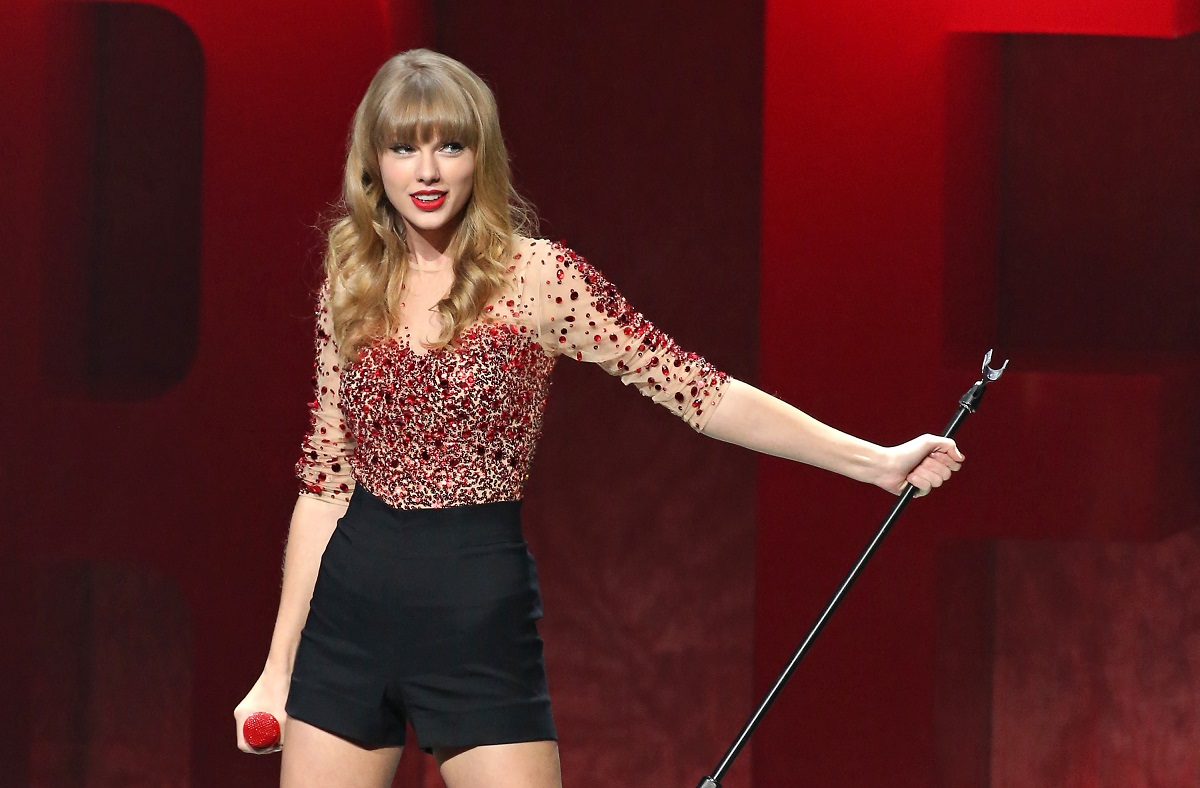 Taylor Swift performs her 'Red' album in 2012