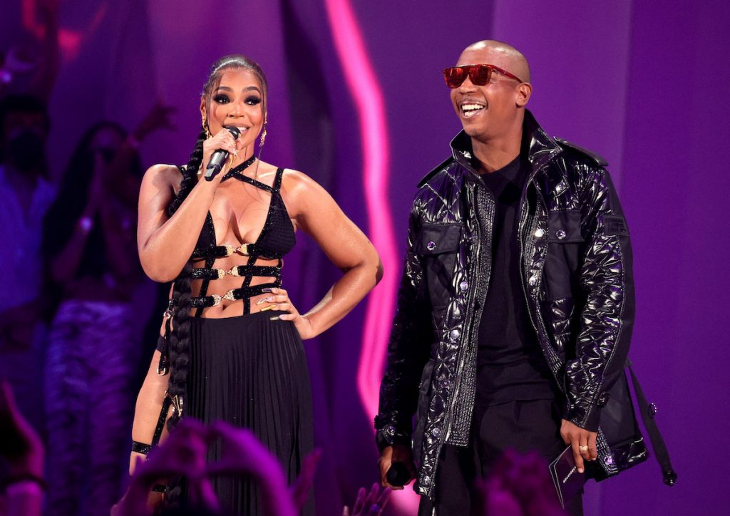 (L-R) Ashanti and Ja Rule speak onstage during the 2021 MTV Video Music Awards at Barclays Center