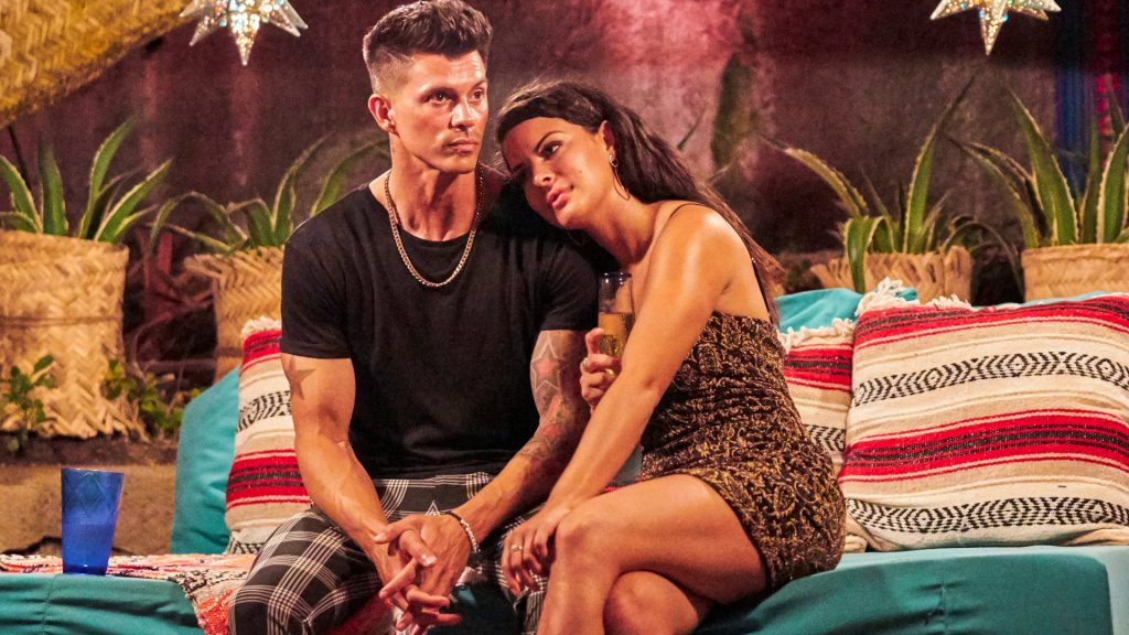 Kenny Braasch and Mari Pepin-Solis hold each other in 'Bachelor in Paradise' Season 7 Episode 8