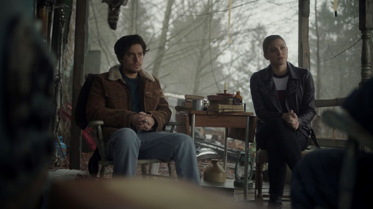 Cole Sprouse and Lili Reinhart as Jughead and Betty in 'Riverdale'