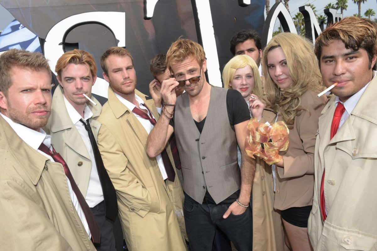 Matt Ryan poses with fans dressed like John Constantine at San Diego Comic-Con.