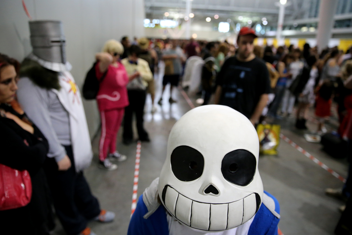 Eva Marciano as Sans (character in Undertale) waits to enter Boston Comic Con