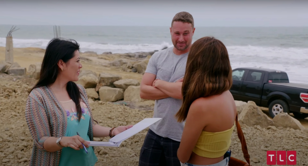 Evelin Villegas and Corey Rathgeber on the beach with wedding planner Carolina Muzo on '90 Day Fiancé: The Other Way'